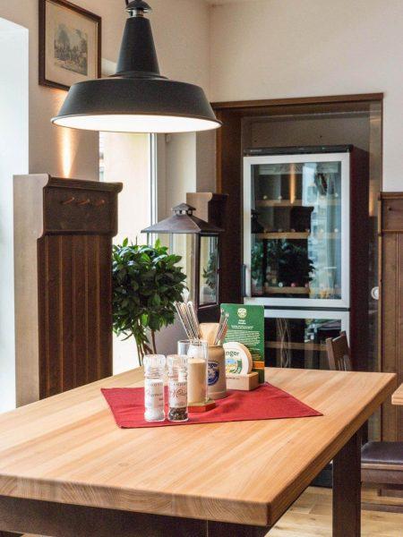 Hotel Restaurant Metzgerwirt Bayersoien Tisch