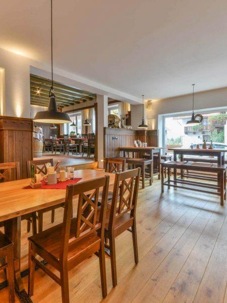 Hotel Restaurant Metzgerwirt Bayersoien Tische